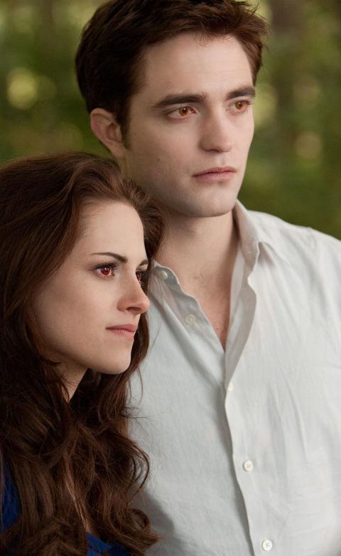 Films: 5 / Total:$3,317,470,739 1. Twilight (2008) -$402,280,1592. New Moon (2009) -$687,557,7273. Twilight/New Moon combo (2010) -$2,385,2374. Eclipse (2010) -$706,102,8285. Breaking Dawn Part 1(2011) -$689,420,0516. Breaking Dawn Part 2(2012) -$829,724,737