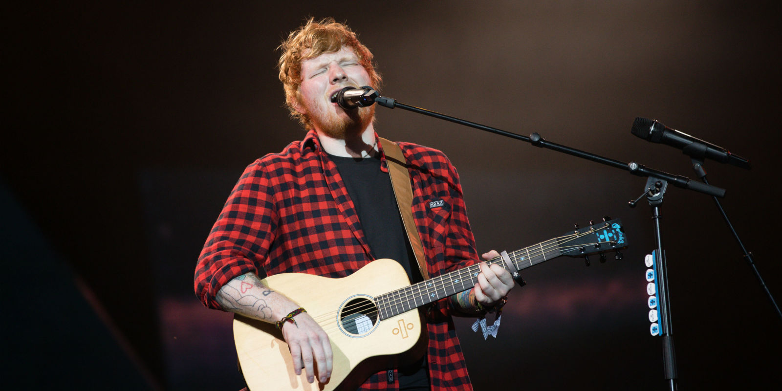 ed sheeran hits back at claims he didn 39 t perform 39 live 39 at glastonbury. Black Bedroom Furniture Sets. Home Design Ideas