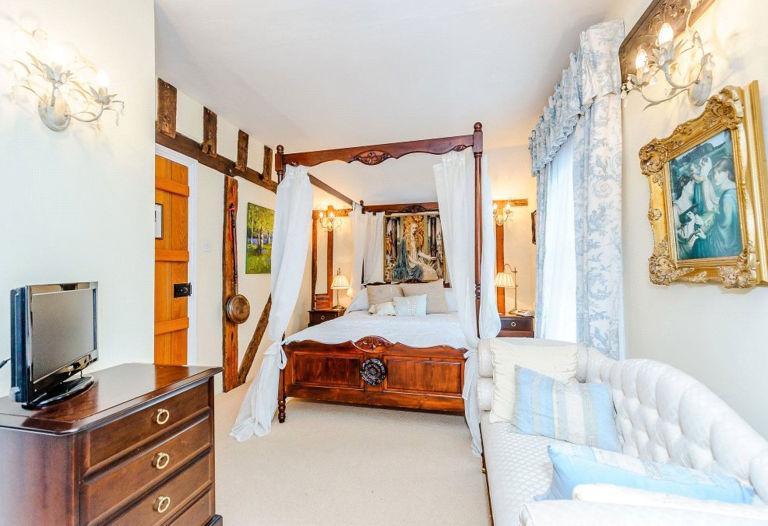 Harry Potter, De Vere House, Bedroom