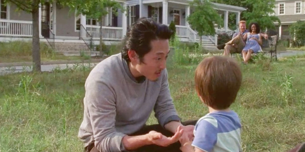 landscape-1502900470-the-walking-dead-season-7-deleted-scene-abraham-glenn-spencer-baby-sasha.jpg