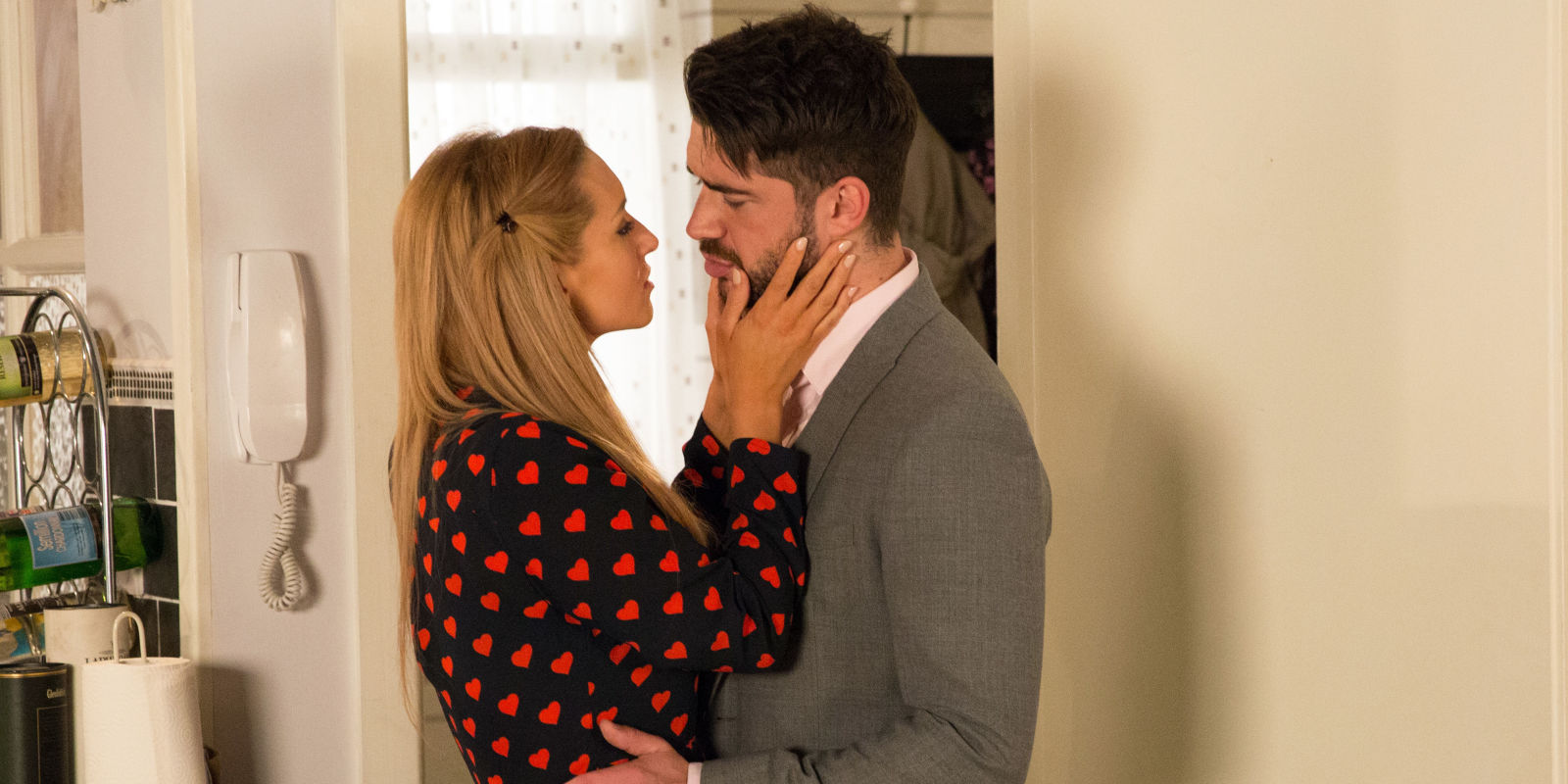 Coronation street spoilers eva and adam 39 s steamy scenes for Adam i eva salon