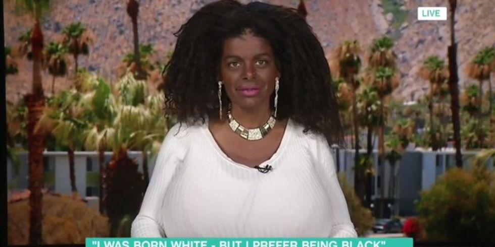 白黒の女性
