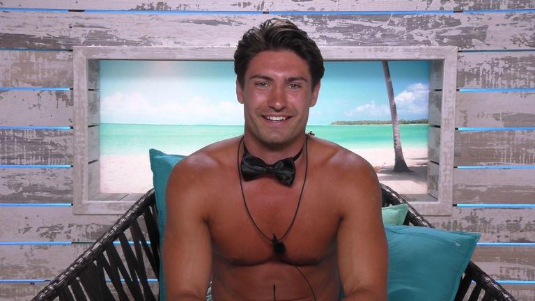 Love Island Tx  Frankie In The Beach Hut