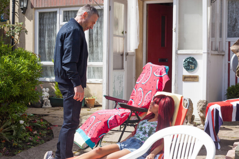 Carl Costello confronts Goldie McQueen in Hollyoaks