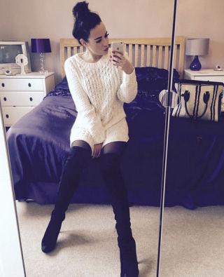 Stephanie Davis bedroom selfie